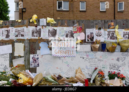 London, UK. 23rd June, 2017. One of many memorials to the victims. Nine days on, police have reported that the Grenfell - Stock Photo