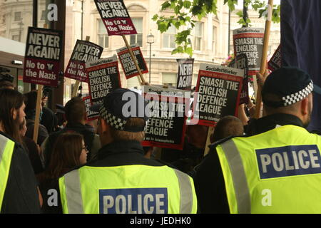 Westminster, London, UK. Police surround UAF protesters.  The far-right  anti-Islam  English Defence League (EDL) - Stock Photo
