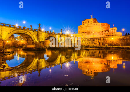 Night view over the Tiber river and the Sant'Angelo bridge - Stock Photo