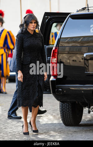U.S. President Donald Trump and his wife Melania Trump are welcomed by Prefect of the Papal Household, Mons. Georg - Stock Photo