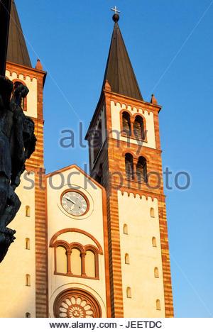Twin steeples of the Würzburger Dom — AKA Wuerzburg Cathedral, Kiliansdom — dedicated to Saint Kilian. - Stock Photo