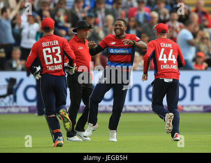 England's Chris Jordan (centre) celebrates after taking the wicket of South Africa's Chris Morris during the T20 - Stock Photo