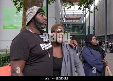 London, UK. 24th June, 2017. Chalcots Camden council housing estate residents forced to evacuate their homes due - Stock Photo