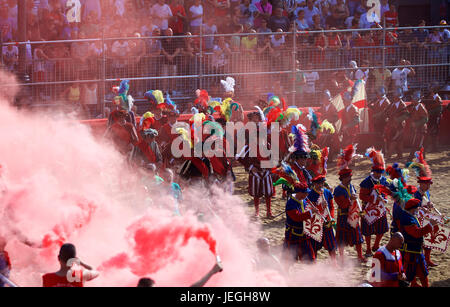 Florence, Italy. 24th June, 2017. Spectators watch the historical parade before the final match of the Calcio Storico - Stock Photo