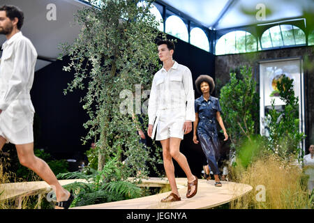 Paris, France. 24th June, 2017. Models present creations of BIRKENSTOCK for the Spring and Summer 2018 collection - Stock Photo