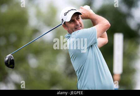 Moosinning, Germany. 25th June, 2017. English professional golfer Richard Bland in action at the men's singles 4th - Stock Photo