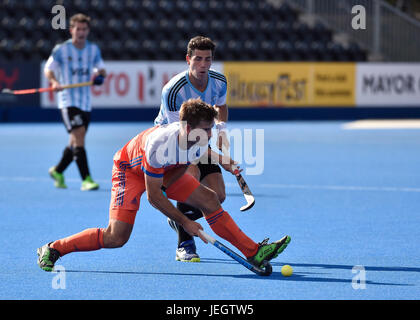London, UK. 25th June, 2017. ALGERA Tristan (NED) in action during Hero Hockey World League Semi-Final (Men) Argentina - Stock Photo