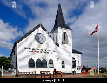 Cardiff Bay, Cardiff, Wales - May 20, 2017: Norwegian Church and arts centre.  Norwegian flag flying. - Stock Photo