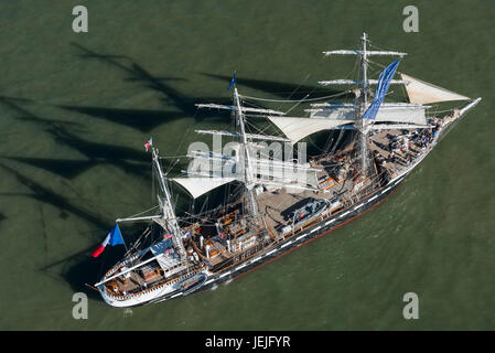 St Nazaire, France. 25th June, 2017. Saint-Nazaire (north-western France), on 2017/06/25: start of the The Bridge - Stock Photo