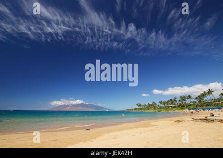 Beach life at Mokapu Beach Park on the Hawaiian island of Maui - Stock Photo
