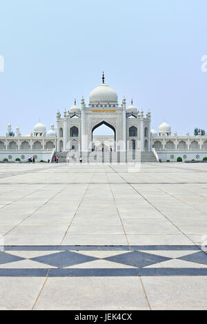 The impressive white mosque at the Hui Cultural center in Yinchuan, Ningxia Province, China - Stock Photo