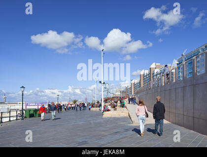 SCHEVENINGEN-AUG. 23, 2014. People on the new Scheveningen Boulevard, designed by Spanish architect De Solà Morales. - Stock Photo