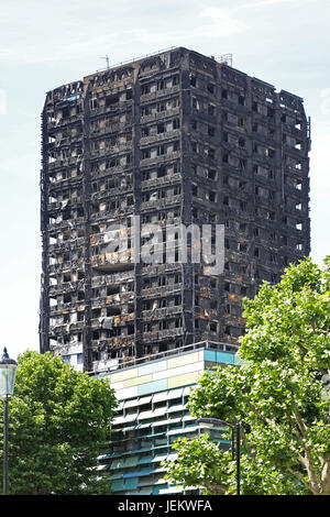 The burnt-out shell of Grenfell House, London, UK. The 23 storey residential block was destroyed by fire, June 2017. - Stock Photo