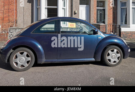Volkswagen beetle on UK road with untaxed vehicle sign - Stock Photo