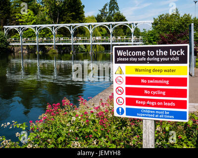 Marsh Lock and Weir, Henley-on-Thames, Oxfordshire, England - Stock Photo
