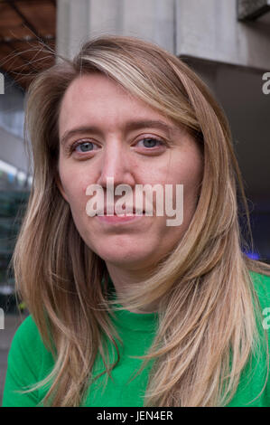London, UK. 26th June, 2017. Leader of Camden council Georgia Gould outside Chalcots housing estate where residents - Stock Photo