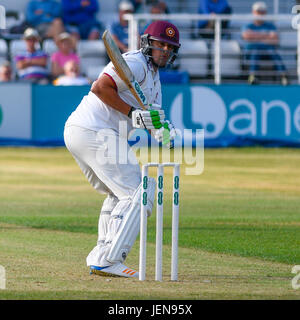 Northampton, UK. 26th June, 2017. Roy  Kleinveldt  bats for Northamptonshire    during the Specsavers County Championship - Stock Photo