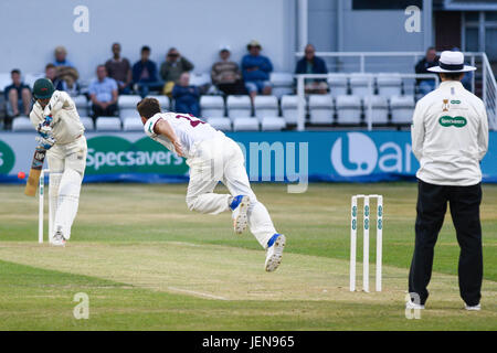 Northampton, UK. 26th June, 2017. Ben Sanderson  bowls   for Northamptonshire    during the Specsavers County Championship - Stock Photo