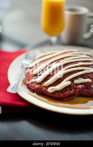 EDN6388 0416 RedCow EJD JPGS, Red Cow in Edina, Red Velvet Pancakes - Stock Photo
