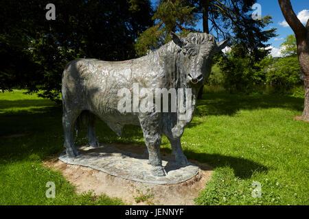 Sculpture of welsh Black Bull by Gavin Fifieldin Builth Wells Powys Wales UK - Stock Photo