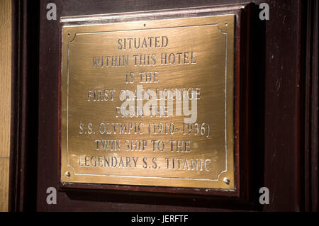 Plaque telling of SS Olympic, The White Swan, Alnwick - Stock Photo