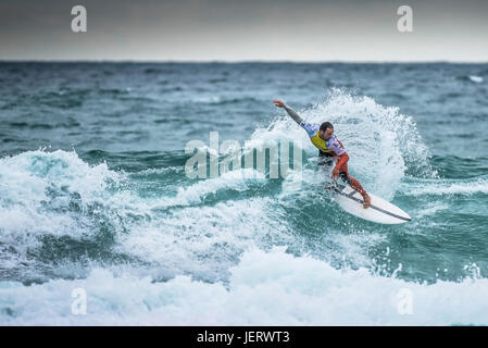 Surfing UK.  Spectacular surfing action as a surfer rides a wave in a competition at Fistral Beach in Newquay, Cornwall - Stock Photo