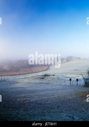 View NW in frost & mist of the layout of Capel Garmon Neolithic burial chamber, North Wales: a Severn-Cotswold trapezoidal - Stock Photo