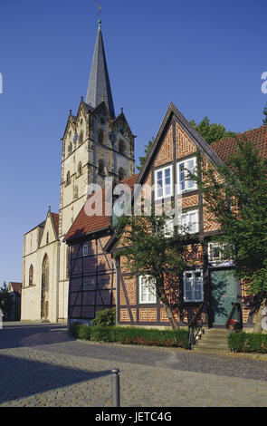 Germany, North Rhine-Westphalia, Herford, cathedral church, St. Marien and Pusinna, half-timbered house, evening - Stock Photo