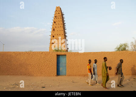 Africa, Niger, Agadez, men before the mosque, - Stock Photo