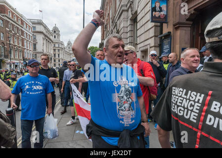 London, UK. 24th June, 2017. A man in a St George shirt calls on EDL protesters to prepare to march from the Wetherspoons - Stock Photo