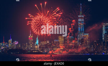 New York, USA. 27th June, 2017. New York City was bursting with color as a late night fireworks display lit up New York Harbor on June 27, 2017. The fireworks were launched shortly before 10:30 and were hosted by Briggs Inc. This was the view from Bayonne, New Jersey. Credit: Jimmy Kastner/Alamy Live News