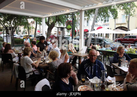 diners on sidewalk in Molto Trattorie restaurant on 5th Avenue in downtown Naples, Florida - Stock Photo