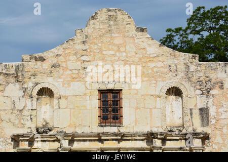 Close up of the iconic parapet to the Alamo in San Antonio Texas - Stock Photo