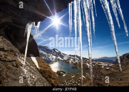 Nepal, Langtang region, hills around Gosaikunda lake (4,430 m) in sunny weather. - Stock Photo