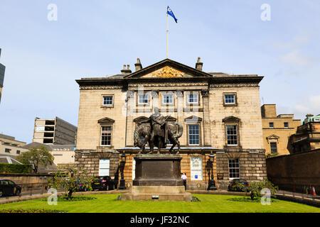 Royal Bank of Scotland, with statue of General Iohn John Hope, 4th Earl of Hopetoun. Edinburgh, Scotland. - Stock Photo