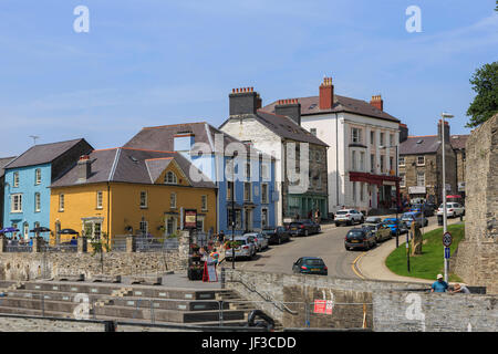 Cardigan, Ceredigion, Wales: the main street and wharf from across the River Teifi. - Stock Photo