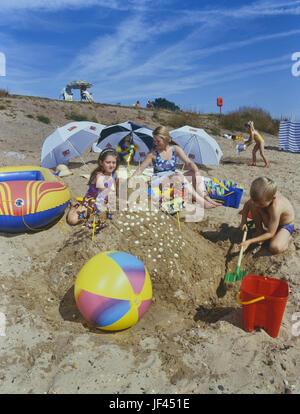 Family on Shoebury East beach, Southend. Essex. England. UK - Stock Photo