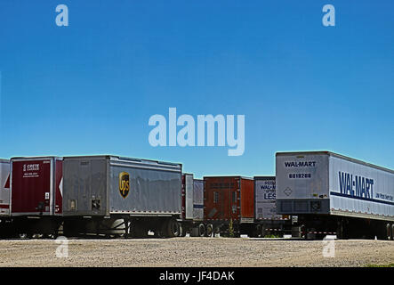 Various Trailers dropped at a Warehouse in Rural Oregon, USA - Stock Photo