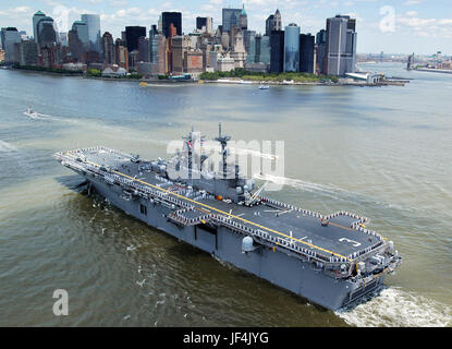 Sailors and Marines man the rails and spell out 'I Love New York' on the flight deck of the amphibious assault ship - Stock Photo