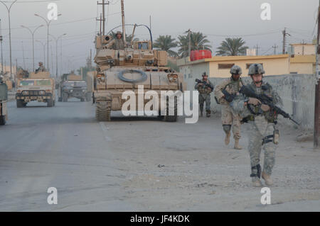 060916-N-7027P-068  U.S. Army Soldiers of 1st Battalion, 67th Armored Regiment, provide security for Iraqi army - Stock Photo