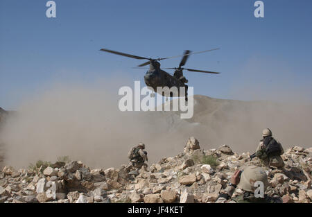 040906-A-7306A-148 Clouds of dust are kicked up by the rotor wash of a CH-47 Chinook helicopter as it comes in for - Stock Photo