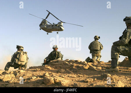 050921-M-8530M-011  U.S. Army soldiers set up a security perimeter after landing in the desert at the start of an - Stock Photo
