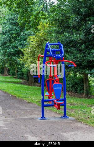 Northampton, U.K. Abington Park, Public Fitness Machines, 29th June 2017. Public Fitness machines have just be installed - Stock Photo