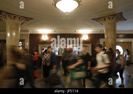 Moscow, Russia. 29th June, 2017. An entrance hall of Moscow's Kievsky Railway Station. Credit: Mikhail Japaridze/TASS/Alamy - Stock Photo