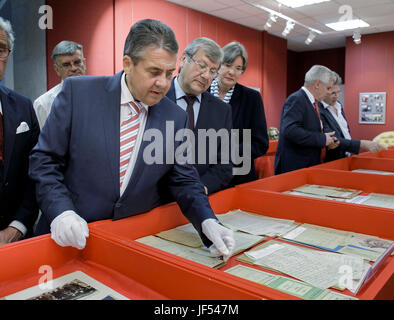 Moscow, Russia. 29th June, 2017. HANDOUT - The picture shows German Foreign Minister Gabriel visiting the Russian - Stock Photo
