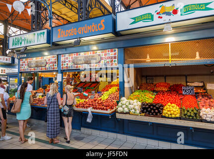 Colourful fruit and vegetable stalls with attractive displays in the covered Central Market Hall (Vasarcsarnok), - Stock Photo