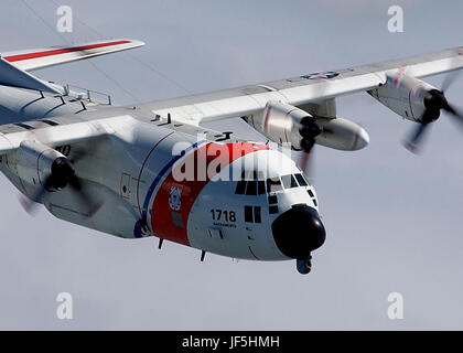 SAN FRANCISCO, Calif. (Mar. 23, 2004)--A Coast Guard C130 aircraft from Air Station Sacramento soars through the - Stock Photo