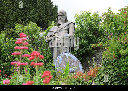 Statue of King Alfred, in the Benedictine nunnery that he founded, in Shaftesbury Abbey ruins, in Dorset, UK - Stock Photo