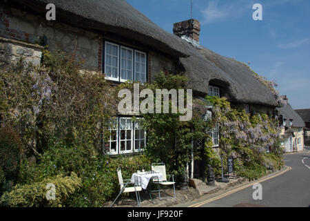 ISLE OF WIGHT; GODSHILL; THATCHED COTTAGES AND TEA ROOM - Stock Photo