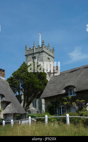 ISLE OF WIGHT; GODSHILL; ALL SAINTS  CHURCH AND THATCHED COTTAGES - Stock Photo